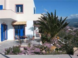 Cozy Apartment in Mirtos with Garden, sleeps 5 - Mirtos vacation rentals