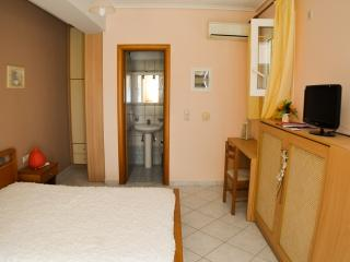 Jasmine : holiday studio on the ground floor - Lakithra vacation rentals