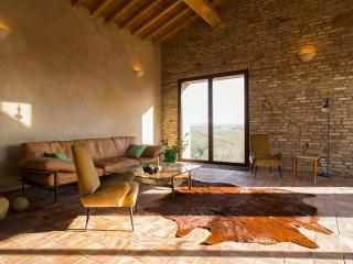 Bright 3 bedroom Apartment in Saline di Volterra - Saline di Volterra vacation rentals