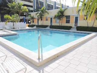 SPECACULAR OCEAN VIEW CONDO W/ POOL, FREE PARKING & WIFI, 1/1, 4 GUESTS - Hollywood vacation rentals