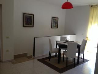 Cozy 2 bedroom Caserta Townhouse with Internet Access - Caserta vacation rentals