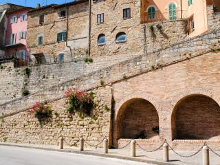 The Pink House, built on Camerino's city walls - Camerino vacation rentals