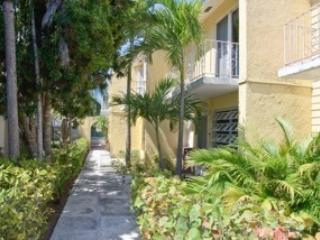 Luxor Condos #4 2BD with pool & wifi Bahamas - Nassau vacation rentals