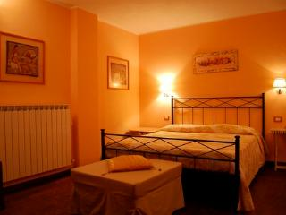 L'Antico Cornio agriturismo, farmhouse - Carro vacation rentals