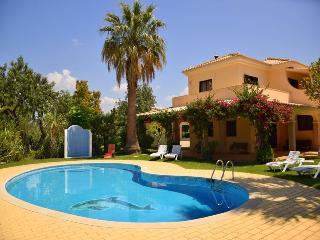 Spacious 4 bedroom Villa in Almancil - Almancil vacation rentals