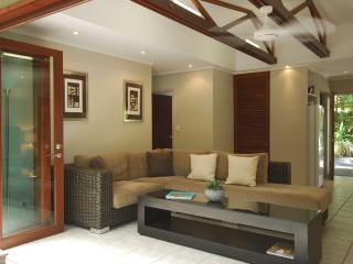Beautiful Apartment with Internet Access and A/C - Port Douglas vacation rentals