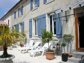 Nice Guest house with Internet Access and Garden - Barbezieux-Saint-Hilaire vacation rentals