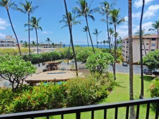 """Kihei Akahi D-211: Ocean View, Opposite Kamaole Beach, Remodeled"" - Kihei vacation rentals"