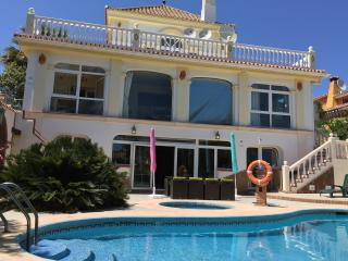 Spacious villa,amazing sea views swimming pools - Puerto de la Duquesa vacation rentals