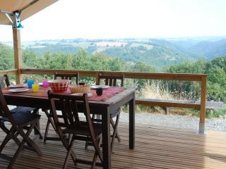 Tentes Lodge avec des vrais lits, merveilleuse vue - Naucelle vacation rentals