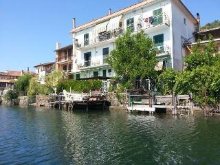 Waterfront casa vacanze sull'acqua a Trevignano - Trevignano Romano vacation rentals