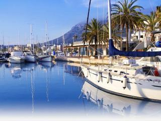Lovely 2 bedroom Apartment in Alicante with Internet Access - Alicante vacation rentals