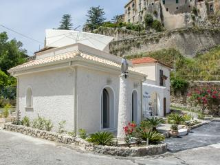 Residenza a due passi dal mare camera indaco - Tropea vacation rentals