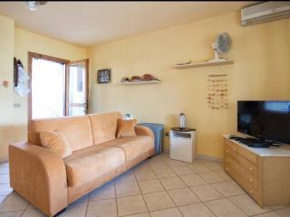 appartamentino davanti al porto di Stintino - Stintino vacation rentals