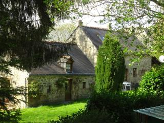 Charming Cottage with Internet Access and Satellite Or Cable TV - Guemene-sur-Scorff vacation rentals