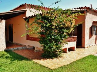 """Casa """"Pineta"""" - Case vacanza """"Riviera dei Pini"""" - Budoni vacation rentals"""