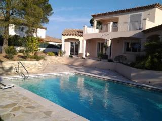 villa dominante avec grande piscine jardin paysagé - frejus vacation rentals