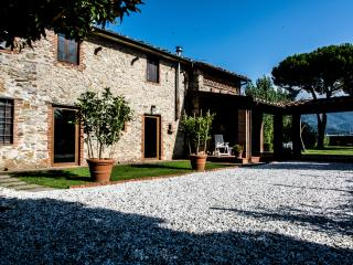 Comfortable 3 bedroom Capezzano Pianore Farmhouse Barn with Internet Access - Capezzano Pianore vacation rentals