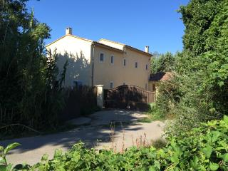 Nice House with Internet Access and Dishwasher - Aubignan vacation rentals