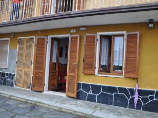 tipica casa di ringhiera  sulle alture del lago - Quarna Sotto vacation rentals