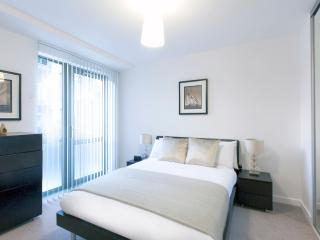 Central London Premium Apartment (Sleeps 5) - London vacation rentals