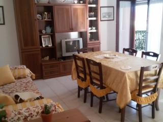 2 bedroom Apartment with Parking Space in Reggio di Calabria - Reggio di Calabria vacation rentals