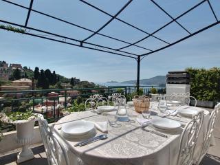 Attico shabby e terrazza con vista - Rapallo vacation rentals