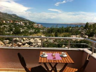 Cozy 1 bedroom Karlobag Apartment with Internet Access - Karlobag vacation rentals