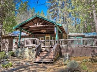 Yosemite's Little Creek Cabin, wifi, pet friendly - Wawona vacation rentals