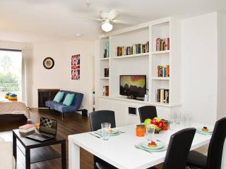 #09 Sunny 2BR Flat by Downtown - Los Angeles vacation rentals