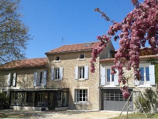 Mas Provençal  jeune famille - Pernes-les-Fontaines vacation rentals
