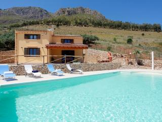 VILLA DELLA MERLA with pool - Castellammare del Golfo vacation rentals