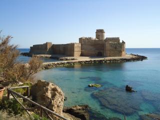 Elegante e confortevole appartamento sul mare - Le Castella vacation rentals