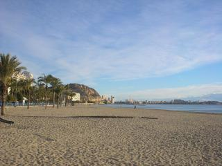 Central apartment POSTIGUET BEACH, RAMBLA,, PIER - Alicante vacation rentals