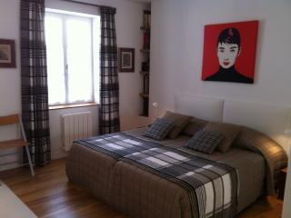 """Studio """"Cosy"""" Intra-Muros - Aigues-Mortes vacation rentals"""
