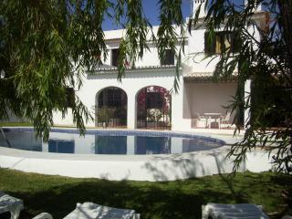 Perfect Villa with Cleaning Service and Outdoor Dining Area - Albufeira vacation rentals