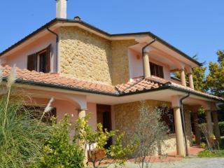 Villa con parco nella campagna toscana 12km mare - Casale Marittimo vacation rentals