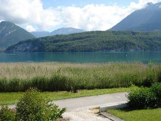SAINT JORIOZ,   Cachet et calme, 10m du lac 8/9 - Saint-Jorioz vacation rentals