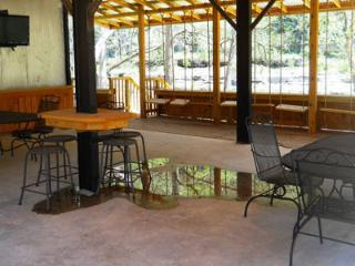 2 bedroom Apartment with Deck in New Braunfels - New Braunfels vacation rentals