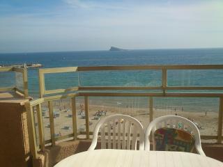 Ático en primera línea de playa - Benidorm vacation rentals