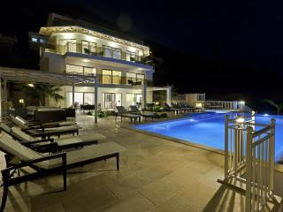 Falcon Lodge Luxury Villa: stunning, sleeps 15! - Kalkan vacation rentals