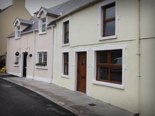 Cozy Townhouse in Ballintra with Internet Access, sleeps 7 - Ballintra vacation rentals