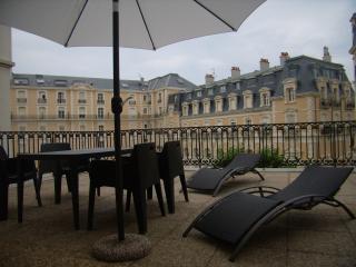 GRANDE TERRASSE DANS CENTRE ANIME DE BIARRITZ  4 - Biarritz vacation rentals