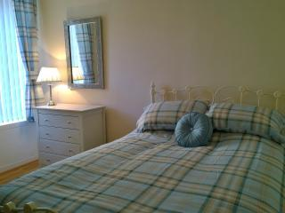 Ewing Bank, Leven, Fife with Golf Course opposite - Leven vacation rentals