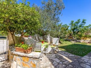 Villa Alida Ližnjan- green paradise, blue Adriatic - Liznjan vacation rentals