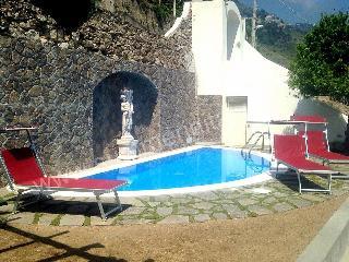 Cozy 2 bedroom Praiano House with Deck - Praiano vacation rentals