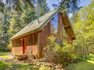 Quiet cottage for 4, short walk to Spencer Spit State Park! - Lopez Island vacation rentals