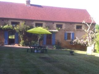 Langlade, a beautifully restored country farmhouse.  Sleeps 6 - 8. - Les Eyzies-de-Tayac vacation rentals