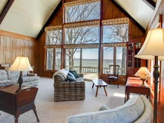 Spacious, classic lakeside getaway w/lake views, boat moorage! - South Hero vacation rentals