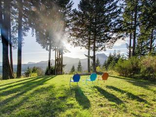 Dog-friendly w/ river & mountain views, private hot tub, firepit, & pool table! - Stevenson vacation rentals